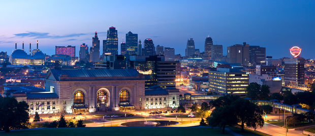 Kansas City, Missouri skyline at twilight.